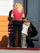 Бритни Спирс, фото 15585. Britney Spears - booty in jeans at a bowling alley in California 01/29/12, foto 15585
