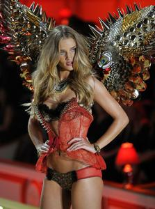 Rosie Huntington-Whiteley sexy lingerie Victoria's Secret Fashion Show