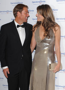 Элизабет Харли, фото 2294. Elizabeth Hurley - Operation Smile Ball in London - 11/10/11, foto 2294