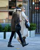 Olsen twins (Сестры Олсен: Мэри-Кейт и Эшли) - Страница 5 Th_43739_Preppie_-_Mary-Kate_and_Ashley_Olsen_Christmas_shopping_in_West_Hollywood_-_Dec._24_2009_1121_122_47lo