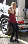 http://img246.imagevenue.com/loc535/th_597280620_Hilary_Duff_arrives_visit_her_sister2_122_535lo.JPG