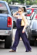 http://img246.imagevenue.com/loc546/th_63989_Evangeline_Lilly_Out_and_about_in_Hawaii1_122_546lo.jpg