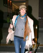 Тери Хэтчер, фото 2369. Teri Hatcher, arriving at Bob Hope Airport in Burbank - 3/1/12, foto 2369