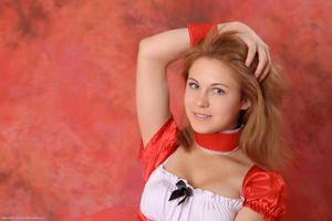 http://img246.imagevenue.com/loc576/th_382974759_tduid300163_Silver_Sandrinya_maid_2_121_122_576lo.JPG