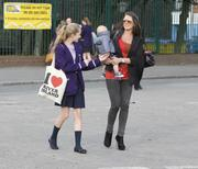 th_00090_Tikipeter_Danielle_Lloyd_arrives_to_pick_up_her_cousin_021_123_58lo.jpg